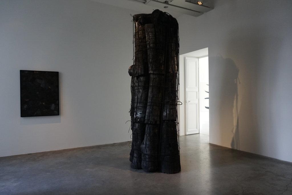 Vue de l'exposition Lee Bae, Black Mapping - Galerie Perrotin (22)