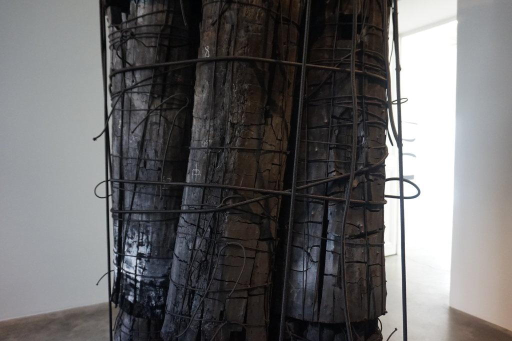 Vue de l'exposition Lee Bae, Black Mapping - Galerie Perrotin (23)