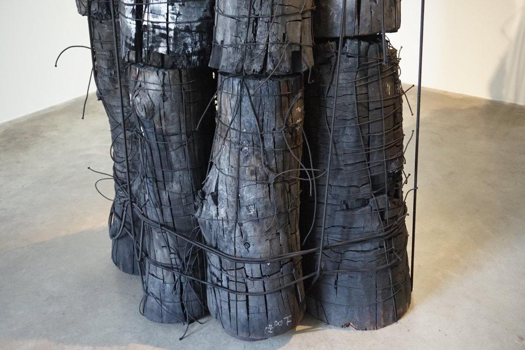 Vue de l'exposition Lee Bae, Black Mapping - Galerie Perrotin (26)