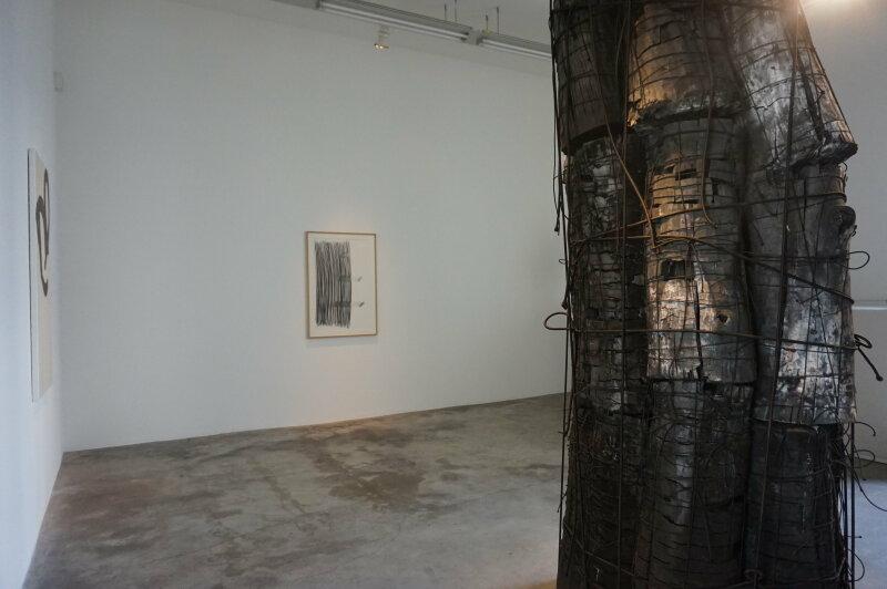 Vue de l'exposition Lee Bae, Black Mapping - Galerie Perrotin (33)