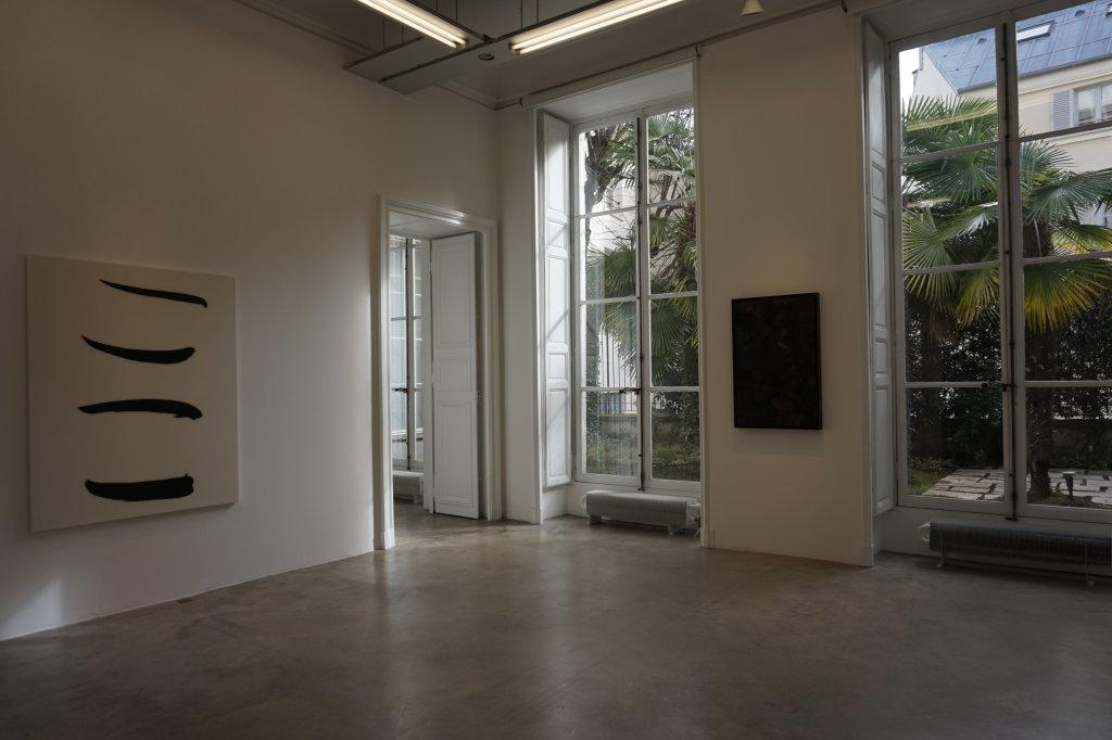 Vue de l'exposition Lee Bae, Black Mapping - Galerie Perrotin (34)