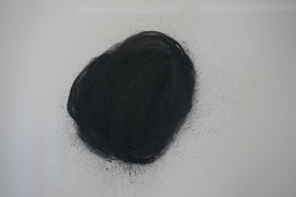 Vue de l'exposition Lee Bae, Black Mapping - Galerie Perrotin (44)