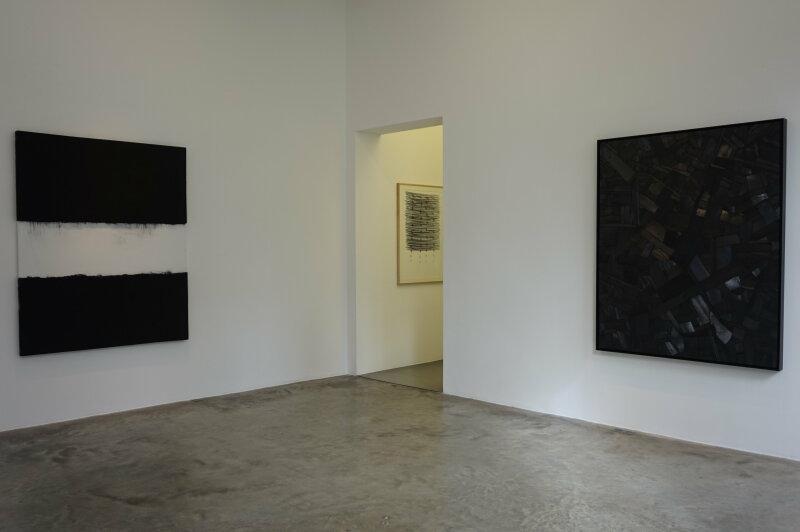 Vue de l'exposition Lee Bae, Black Mapping - Galerie Perrotin (48)