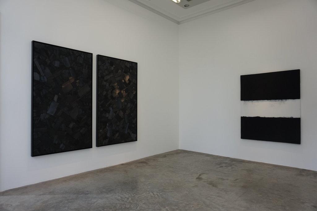 Vue de l'exposition Lee Bae, Black Mapping - Galerie Perrotin (49)