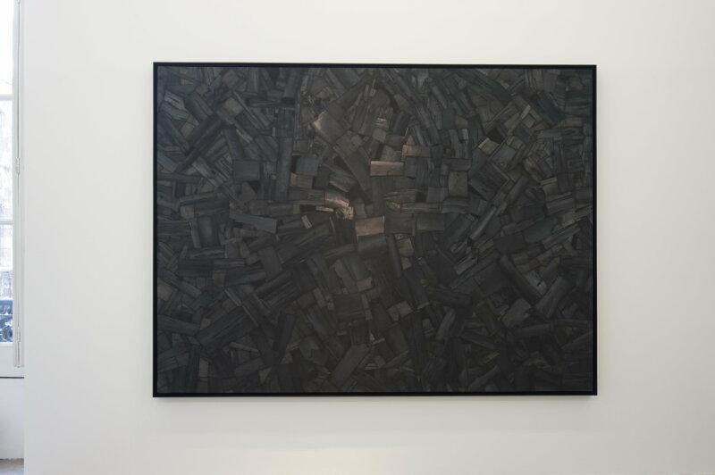 Vue de l'exposition Lee Bae, Black Mapping - Galerie Perrotin (5)