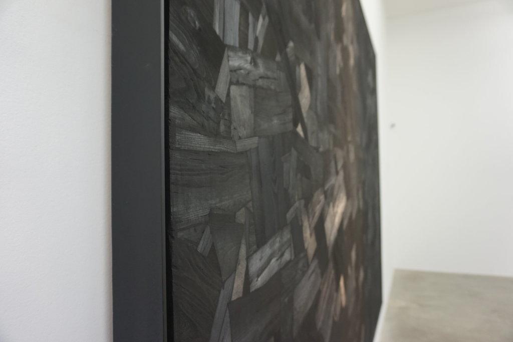 Vue de l'exposition Lee Bae, Black Mapping - Galerie Perrotin (9)