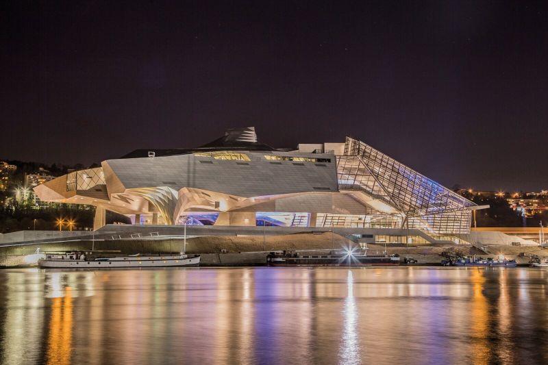 Vue nocturne du Musée des Confluences (c) QLafont