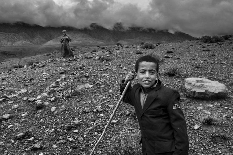 Depuis le décès de leur père en 2013, qui a mis fin à leur vie nomade, Djawad et sa sœur s'occupent du bétail. C'est le seul revenu de leur famille. Timetda dans la région d'Amejgag, 2016.