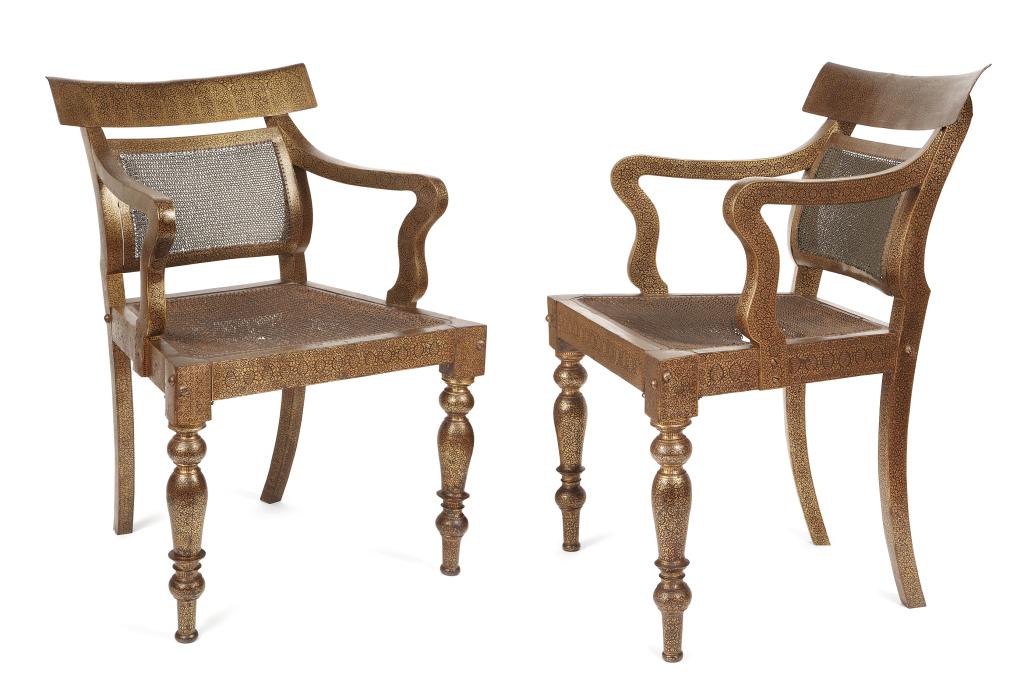 Paire de fauteuils indiens en acier damasquiné d'or - Jérôme et Patricia PLA experts en mobilier colonial XVIIe et XIXème siècle