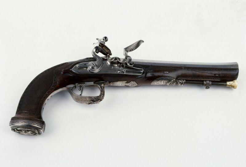 Pistolet pris dans les fourgons de Napoléon 1er après Waterloo Freconnet