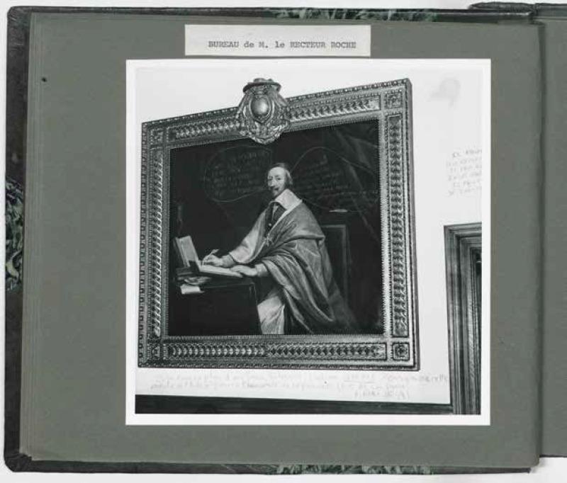 Album photographique offert au recteur Roche sur les dégâts réalisés dans les appartements du recteur à la Sorbonne ; portrait peint par Philippe de Champaigne du cardinal de Richelieu tagué par les étudiants, mai 1968.