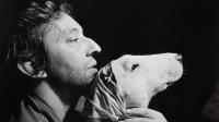 Andrew Birkin, Serge Gainsbourg et son bull-terrier, Nana, 1977 (c) Andrew Birkin
