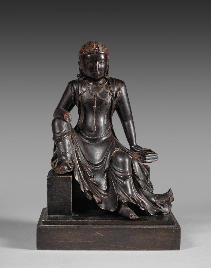 Statuette de Manjusri en bois laqué, Chine, dynastie Yuan. Valérie Levesque Valérie, Experte en Art Asiatique