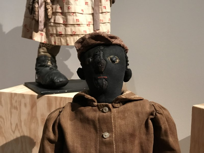 Vue de l'exposition Black Dolls à la Maison Rouge Paris