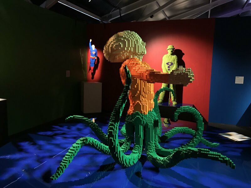 Vue de l'exposition The Art of the Brick, les super-héros DC en Lego - La Villette (45)