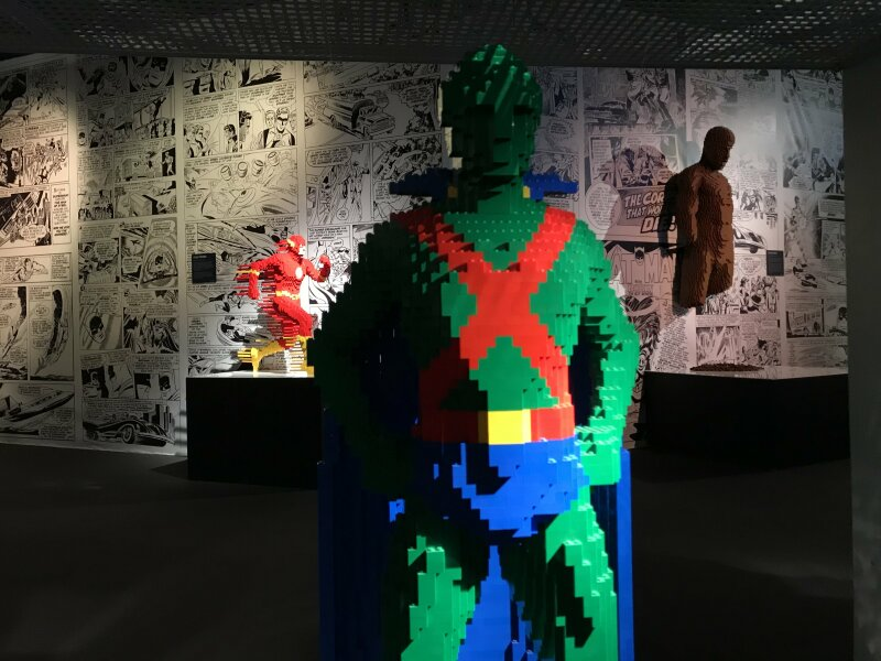 Vue de l'exposition The Art of the Brick, les super-héros DC en Lego - La Villette (69)
