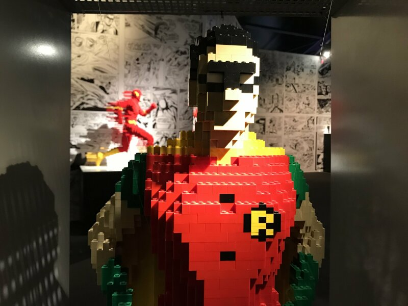 Vue de l'exposition The Art of the Brick, les super-héros DC en Lego - La Villette (71)
