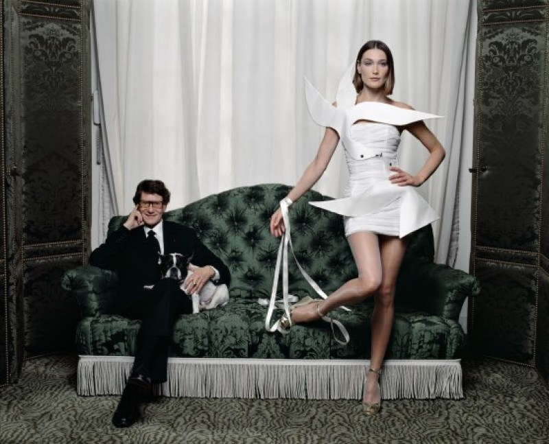 Yves Saint-Laurent et Carla Bruni, Paris, 1998