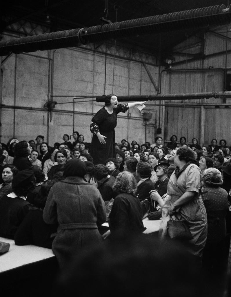 WILLY RONIS, Rose Zehner, déléguée syndicale, pendant une grève chez Citroën-Javel, Paris, 1938