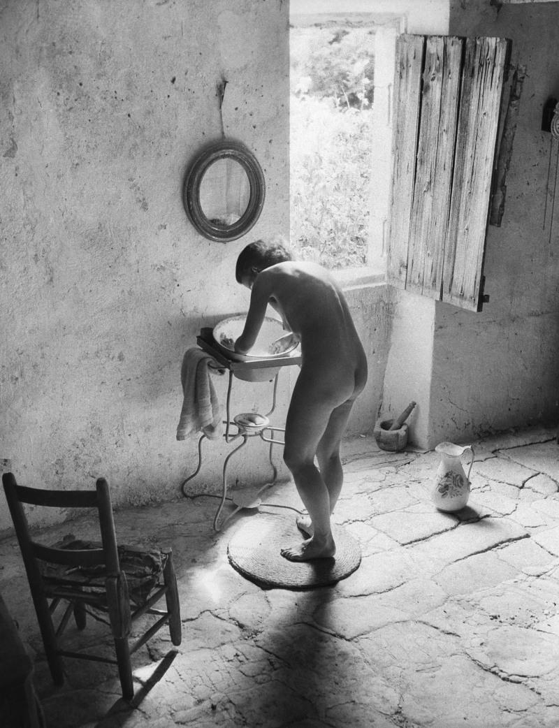 WILLY RONIS, Le nu provençal, Gordes, 1949