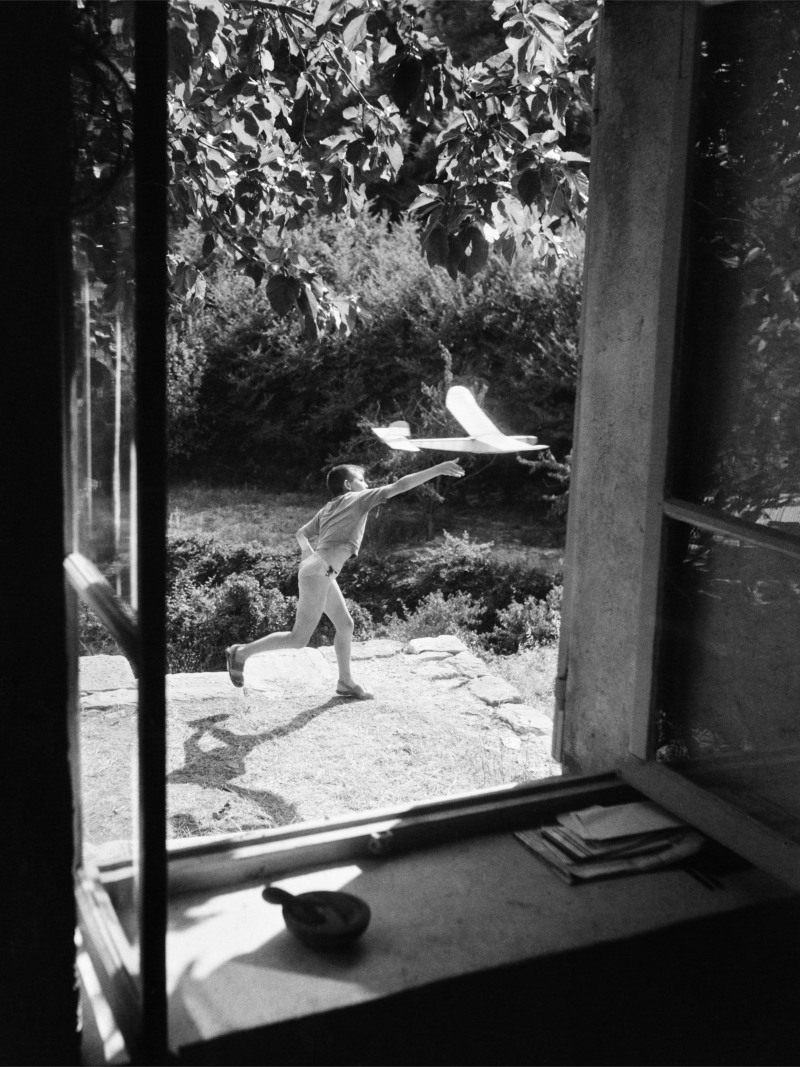 WILLY RONIS, Vincent aéromodéliste, Gordes, 1952