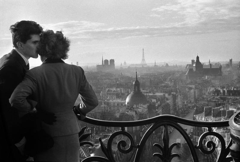 WILLY RONIS, Les amoureux de la Bastille, Paris, 1957