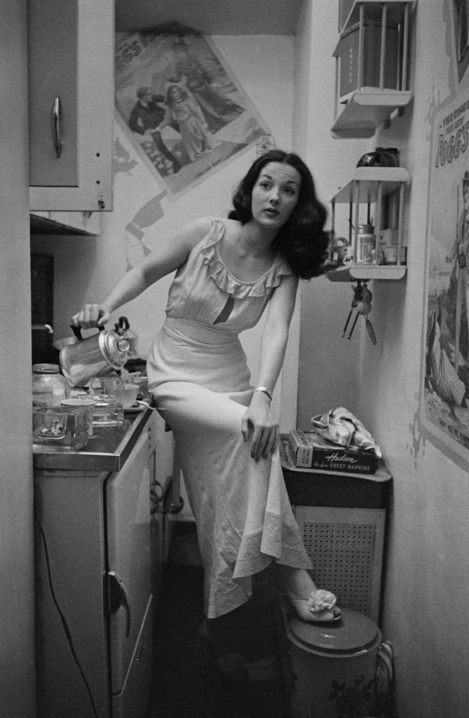 06. Rosemary Williams - Showgirl, 1948