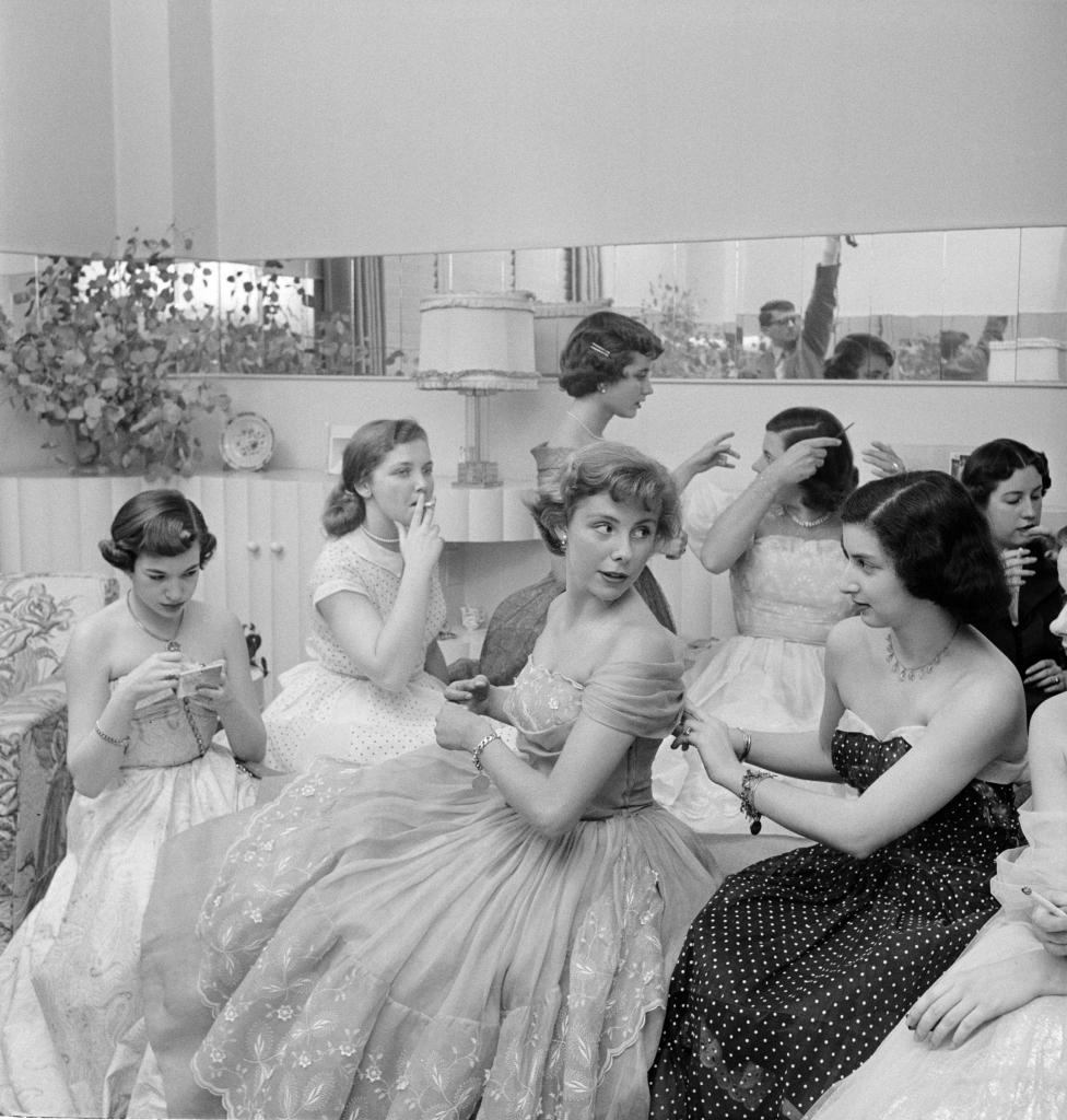 09. Betsy von Furstenberg - The Debutante Who Went to Work, 1950