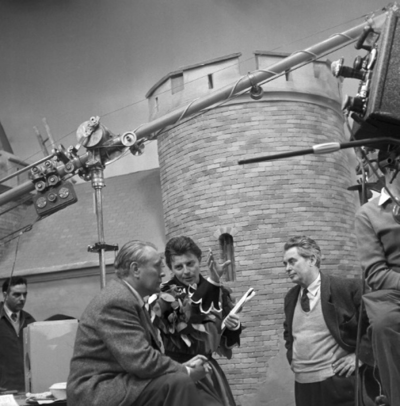 """Tournage des """"Aventures de Till L'Espiègle"""" par Gérard Philippe dans les studios de la Victorine à Nice le 3 avril 1956"""