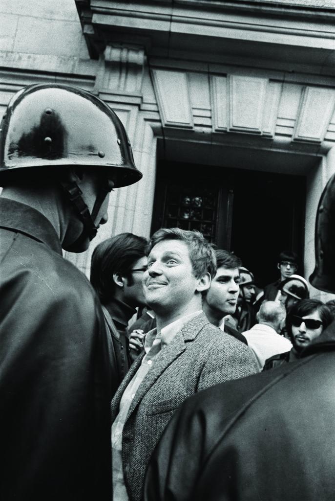 Daniel Cohn-Bendit devant la Sorbonne. Paris, mai 1968