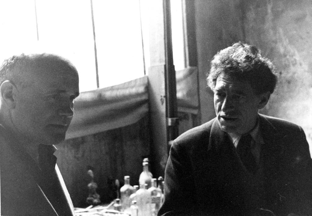 Jean Genet et Alberto Giacometti dans l'atelier, 1957-Photo Isaku YanaiharaArchives de la Fondation Giacometti, Paris