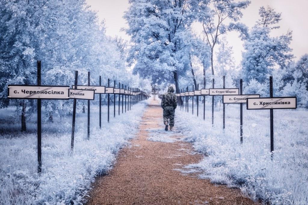 La route avec le nom des villages évacués sur chaque coté, Chernobyl Exclusion Zone