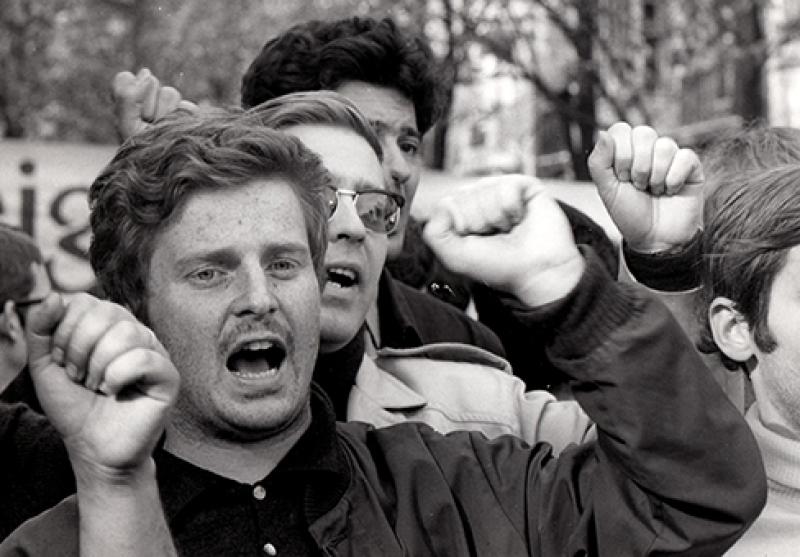 Michel GINIÈS, Daniel Cohn Bendit – Paris – Mai 68 . (Coll particulière.)