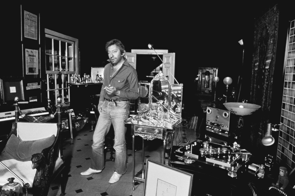 Serge Gainsbourg chez lui le 15 Avril 1982.