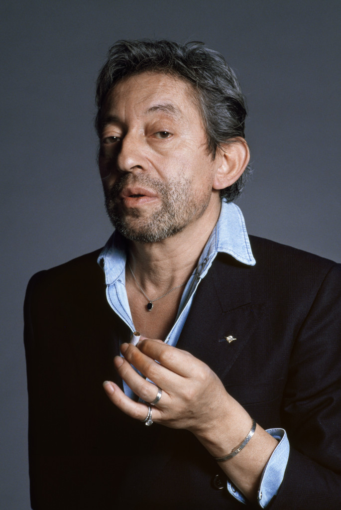 Serge Gainsbourg en blazer, avec son insigne des parachutistes, Tony Frank