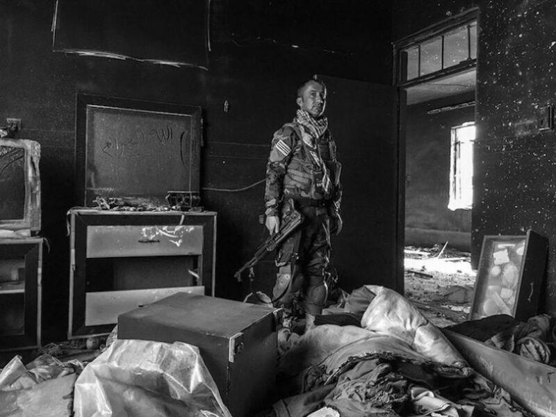 Soldat Peshmerga à Sinjar en Irak. (© Giles Clarke)