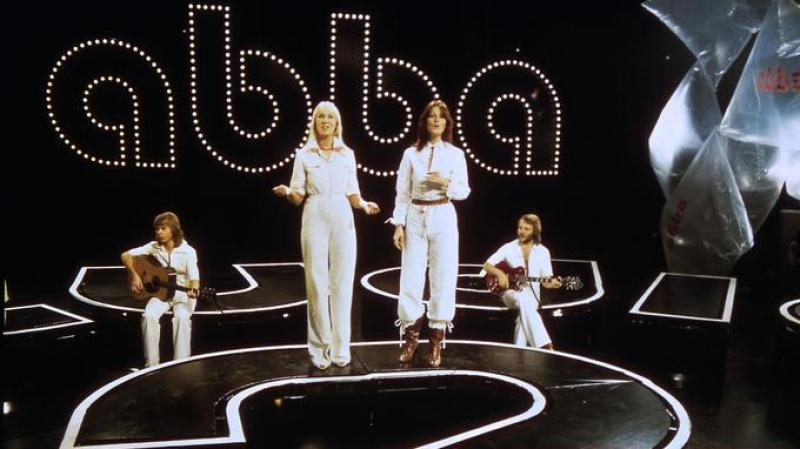Swedish pop group Abba (from L to R) Bjorn Ulvaeus, Agnetha Faltskog, Anni-frid Lyngstad and Benny Andersson, is on stage, November 18th, 1976, in Gothenburg. / AFP PHOTO / EPU