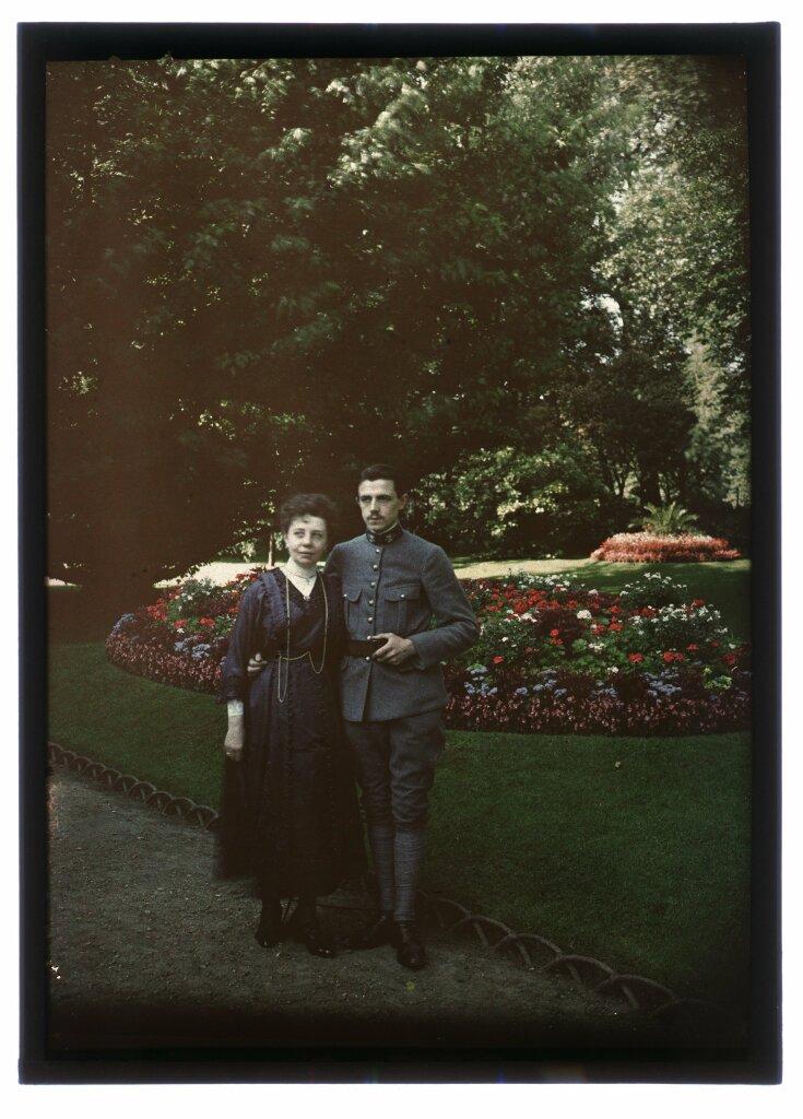 Couple dans un parc, ca. 1916-1920, autochrome