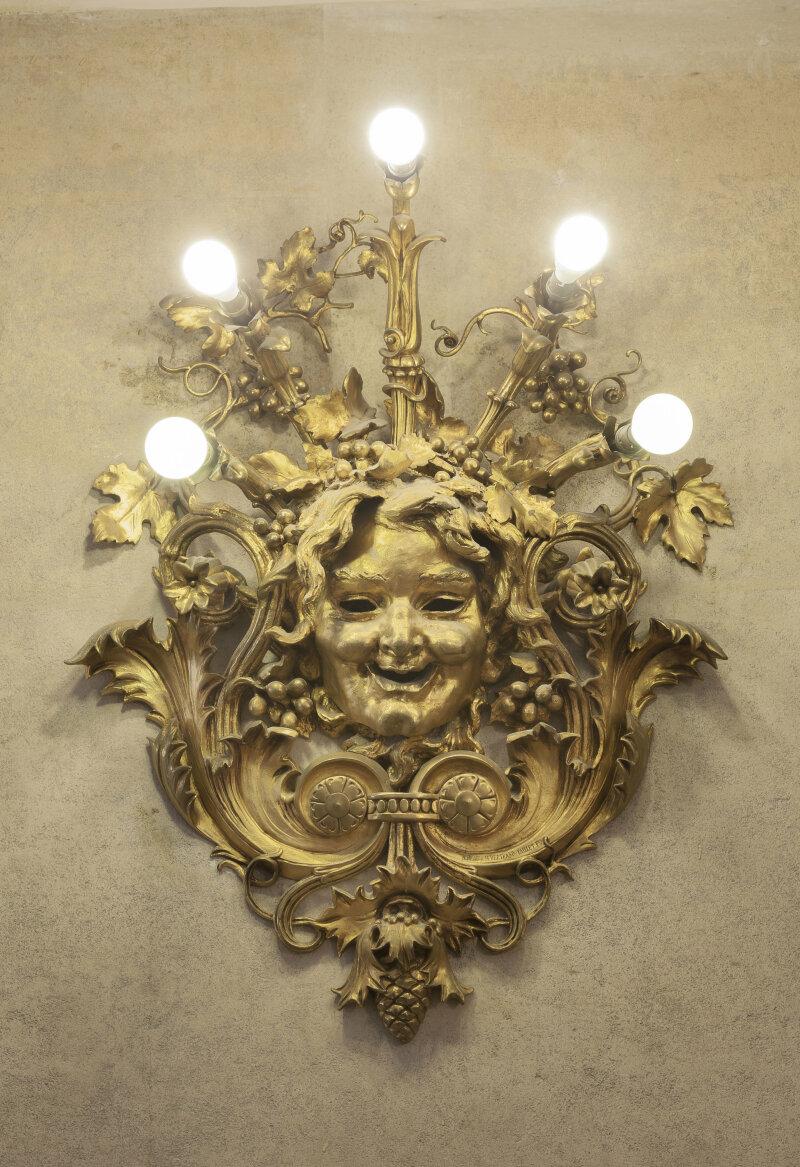 Applique dans le hall DR RMN-Grand Palais - Christophe Chavan