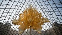 7794109646_throne-la-sculpture-recouverte-d-or-vient-d-arriver-au-musee-du-louvre (1)