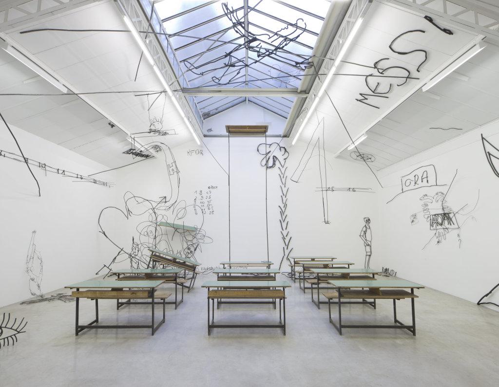 Petrit Halilaj, Vue de l'exposition « ABETARE (Fluturat) », kamel mennour, Paris, 2017 – 2018