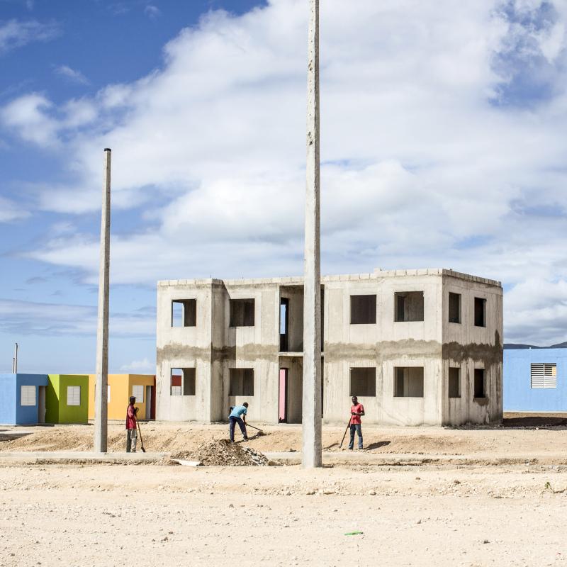 © Corentin Fohlen/ Divergence. Port-au-Prince, Haiti,  29 novembre 2012. Le village de Morne a cabris, en plein construction par une societe dominicaine, est appele aussi le village Martelly. 3000 logements sont prevus pour 2013.