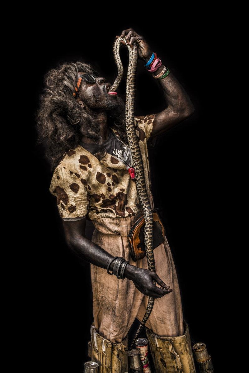 © Corentin Fohlen/Divergence. Jacmel, Haiti. 31 janvier 2016. Serie de portraits d'haitien costumes, a l'occasion du carnaval de Jacmel. Un studio photo en exterieur a ete monte pour l'occasion.