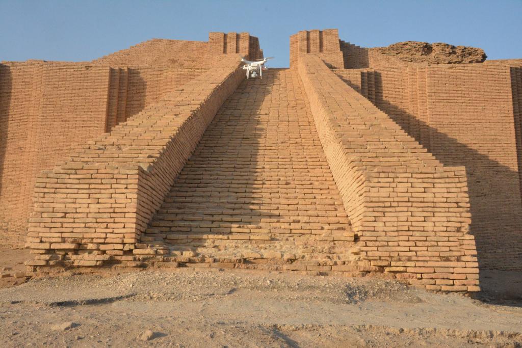 Drone hits the great ziggurat of ur
