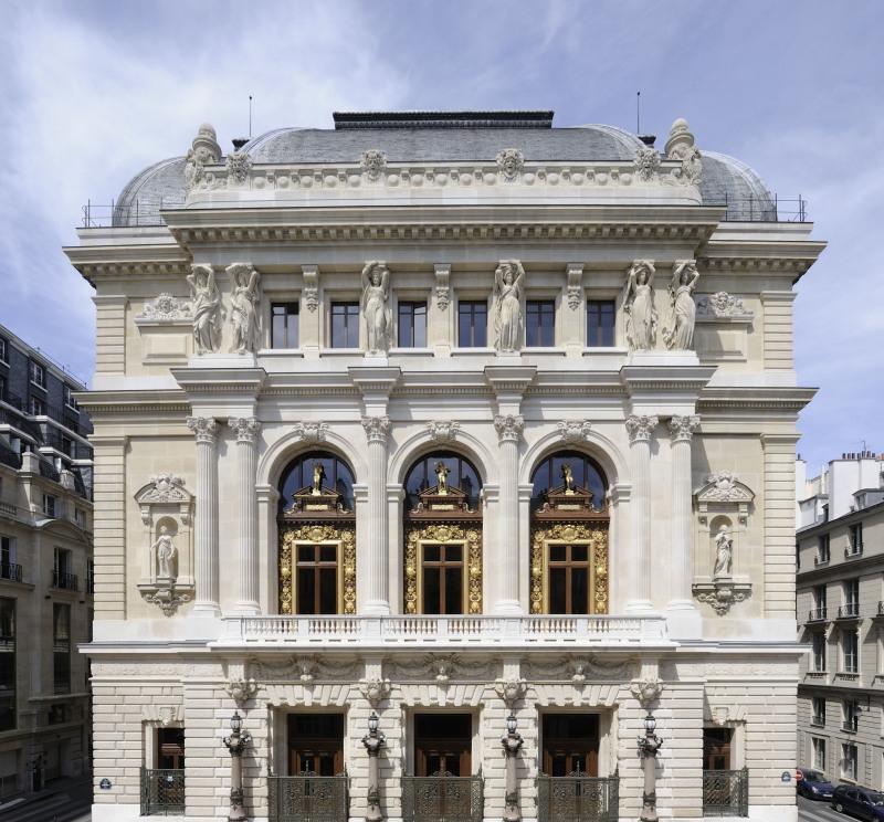 Façade DR RMN-René-Gabriel Ojeda - Opéra Comique