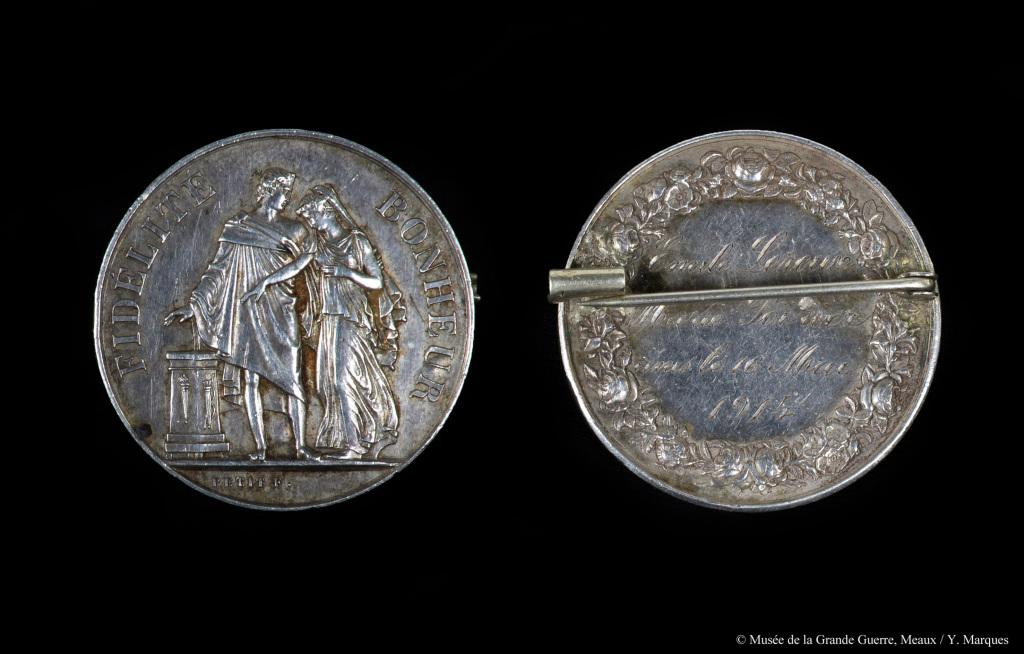 Médaille de mariage de Marie Poirier et Émile Leroux, unis le 16 mai 1914