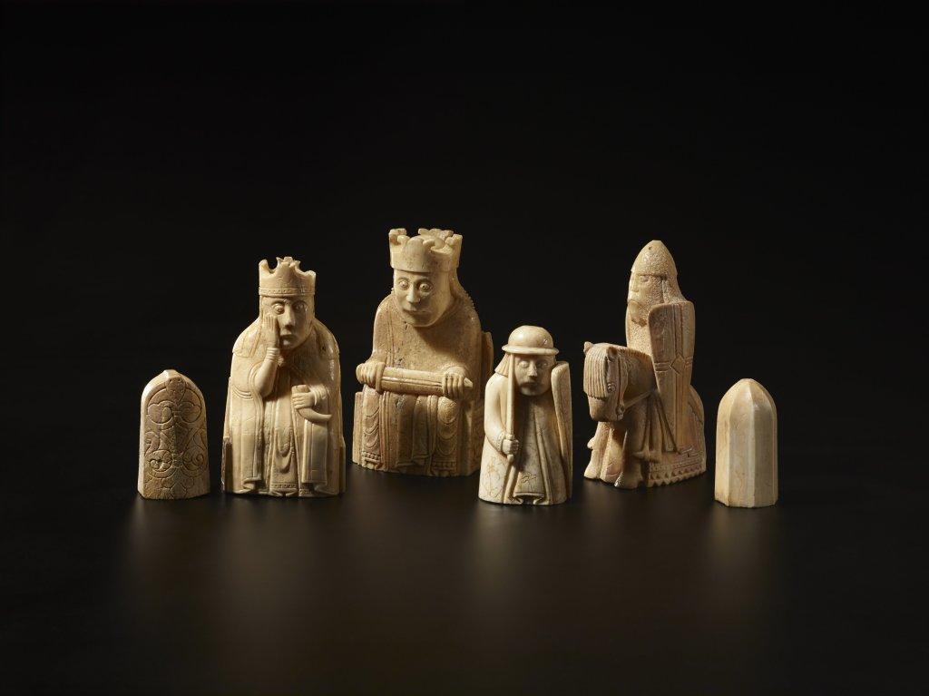 Jeu d'échecs de Lewis, ivoire, 1150-1175, probablement réalisé par les Vikings, découvert en Ecosse, (1831.1101)@Trustees of the British Museum