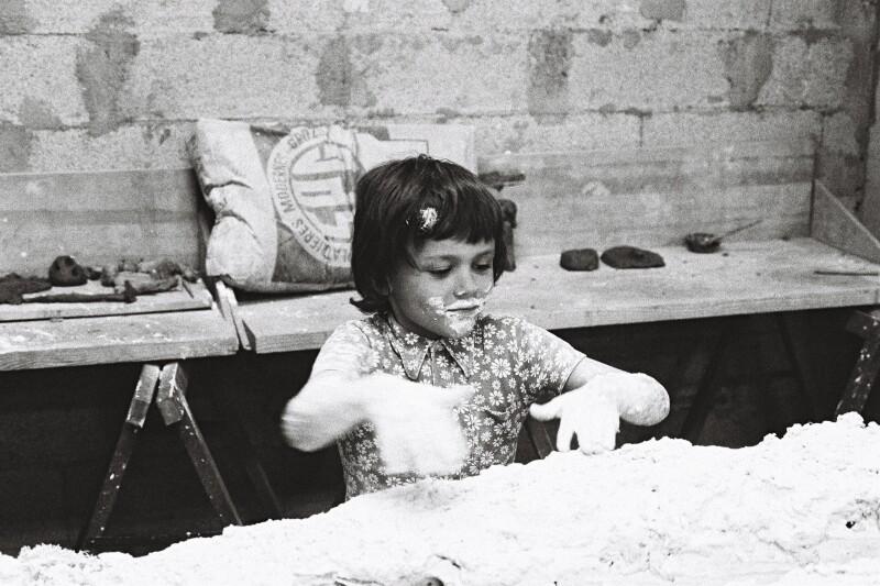 Jean-Michel Othoniel à l'age de 6 ans, lors d'un cours d'éveil à l'art de la Maison de la culture de Saint-Etienne.