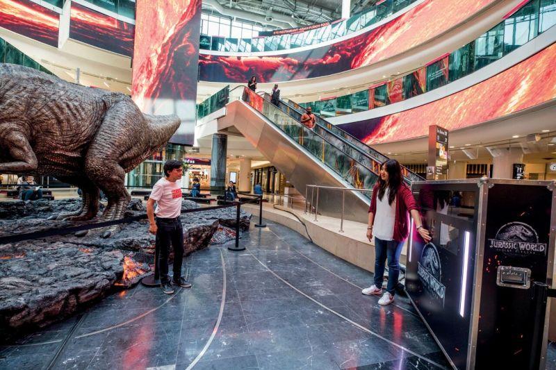 Jurassic World - Vue du T-Rex à la Défense Photobooth