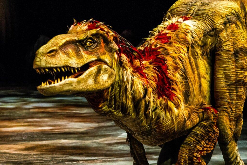 La marche des dinosaures - AccorHotel Arena - Raptors 2